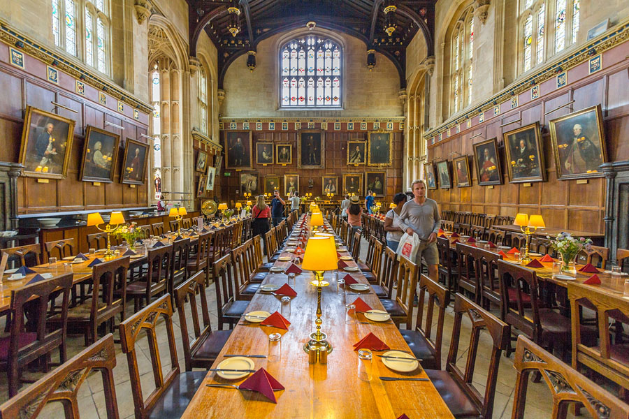 Quo17_HarryPotter_oxford great dining hall