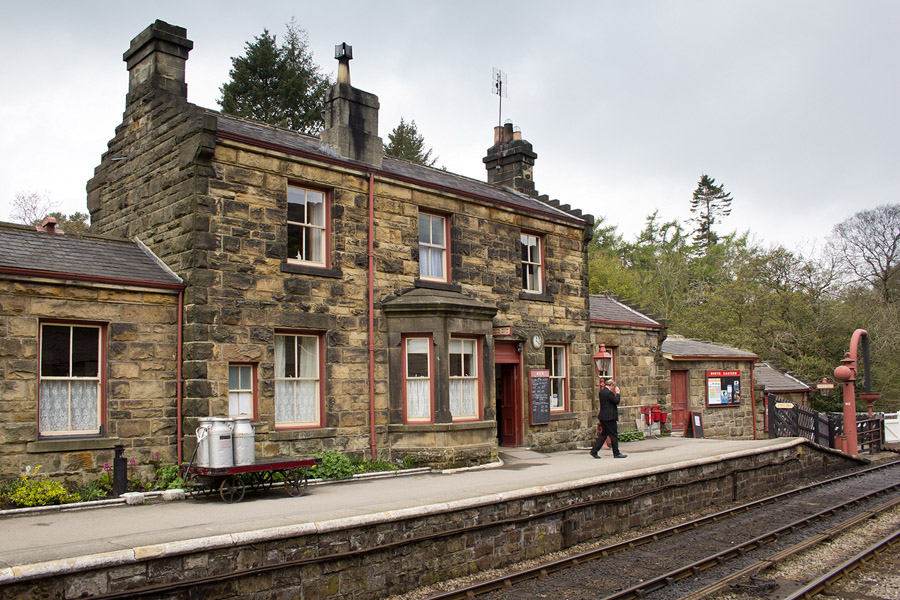 Quo6_HarryPotter_Goathland Station from harry potter movies