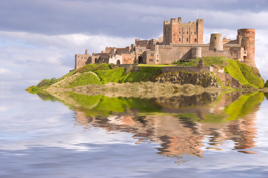 Quo8_HarryPotter_Bamburgh Castle surrounded by water