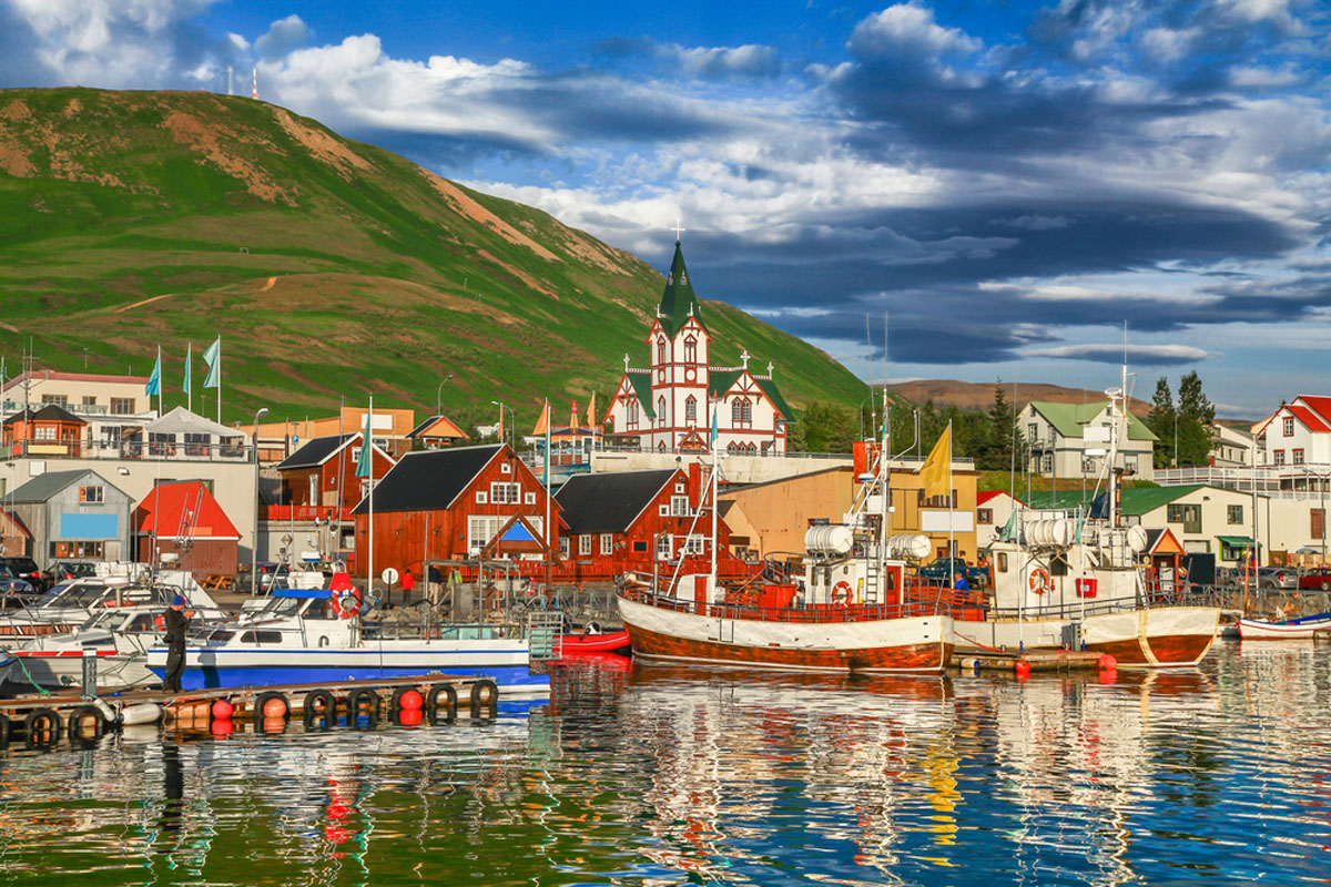 Quo_Iceland_Idyllic-Fishing-Village