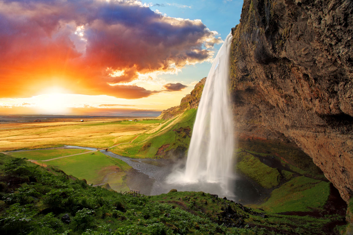 Quo_Iceland_Waterfall-Sunrise_Web
