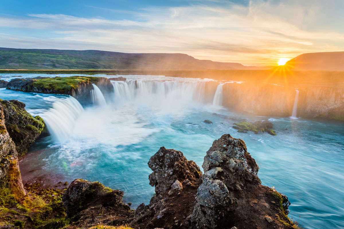 Quo_Iceland_Sunrise_Waterfall_web